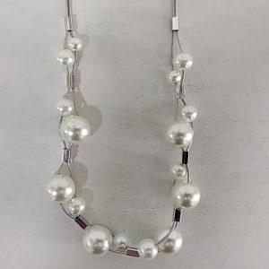 Collar corto perlas blancas. XaQueXulo