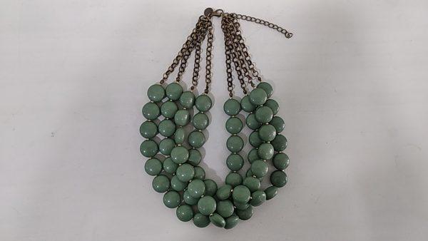 Collar_corto_con_piezas_de_resina_collar_XaQueXulo